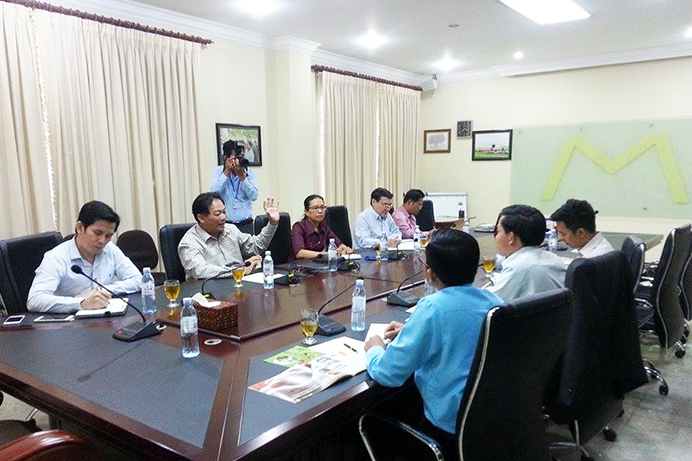 10. The NGO Forum on Cambodia Seeks for Collaboration with Mong Reththy Group